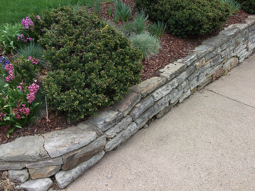 Natural-stone-retaining-wall-1