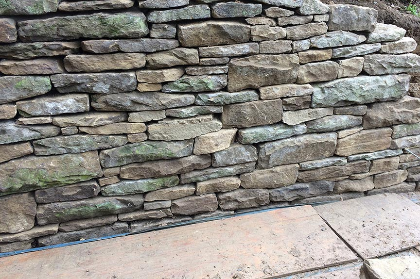 Natural-stone-retaining-wall-10