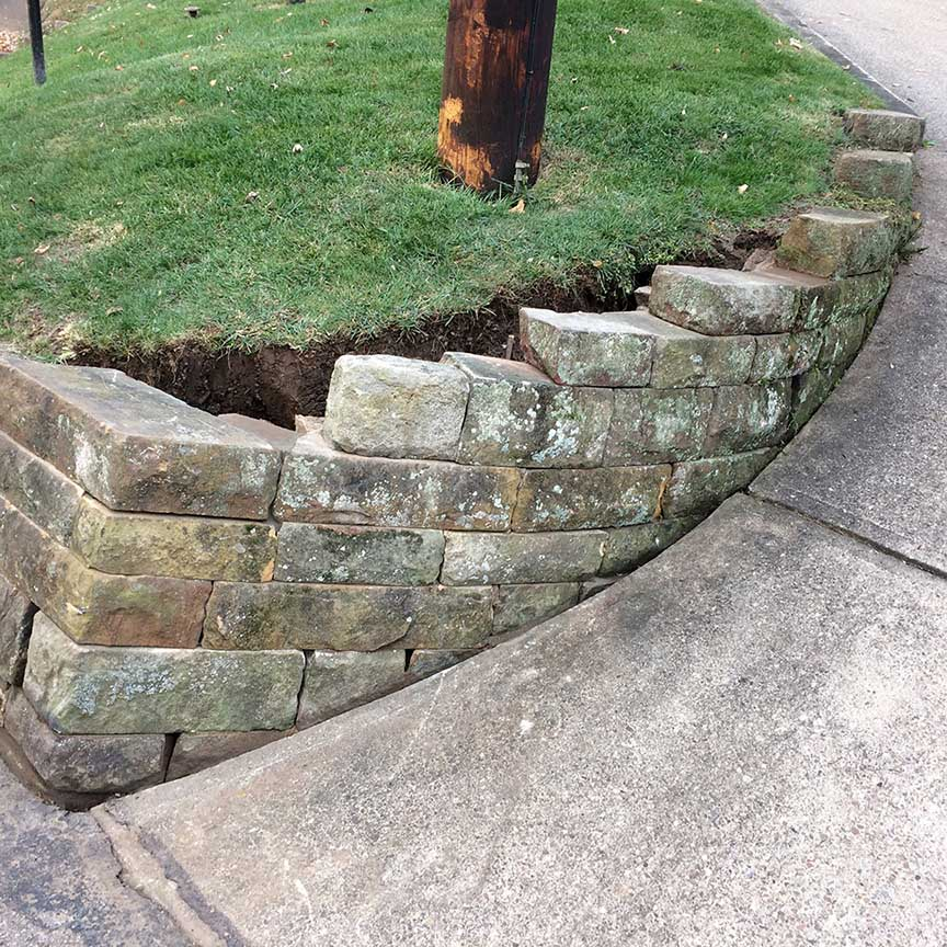 Natural-stone-retaining-wall-11