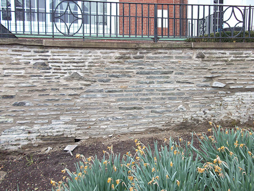 Natural-stone-retaining-wall-2