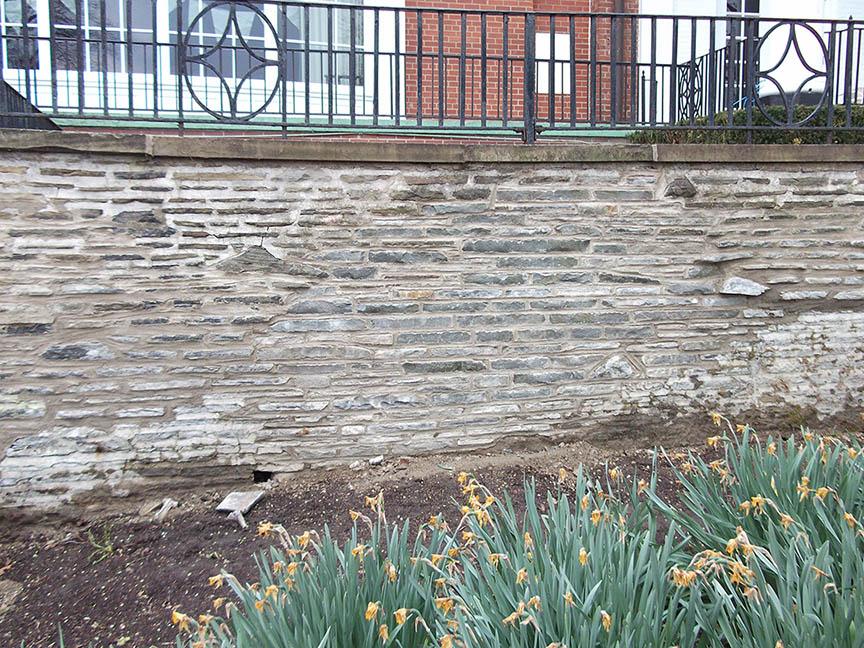 Natural-stone-retaining-wall-2