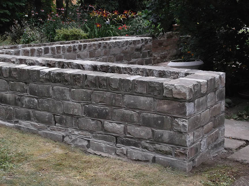 Natural-stone-retaining-wall-4